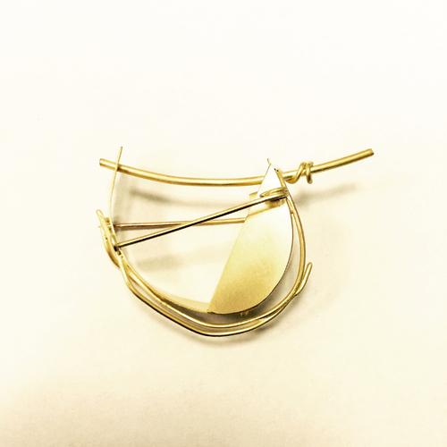Avant (double brooch), 18k gold. 2015.